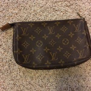 Louis Vuitton pouchette accessories 🚨AUTHENTIC🚨